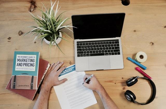 Komputer i opracowywanie strategii reklamowej
