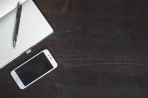 zeszyt i telefon
